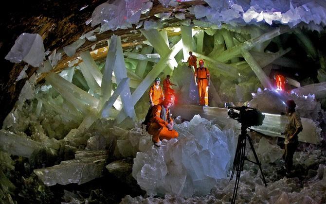 Dev Kristal Mağarasını Keşfedin!