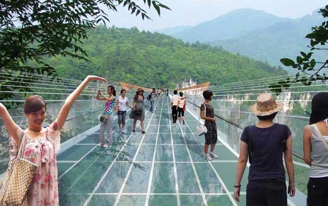 Dünyanın altı cam en uzun köprüsü!