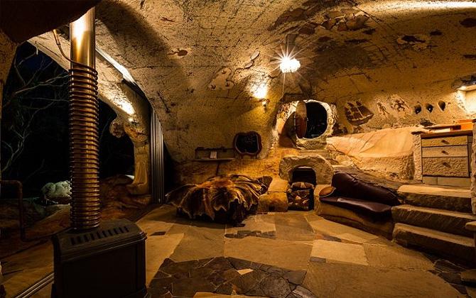 Kendisine mağara ev inşa eden Lionel Buckett!