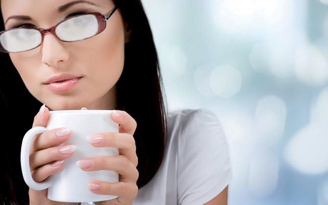Kış mevsiminde gözlük camlarının buğulanmaması için ne yapılmalı?