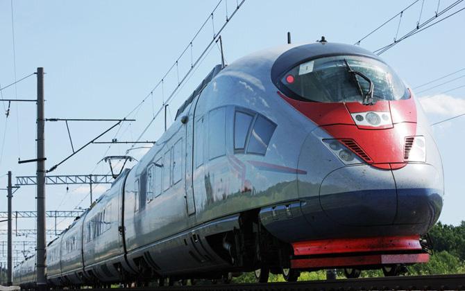 Rus treni Sapsan'ın uçaklara kafa tutan hızı!