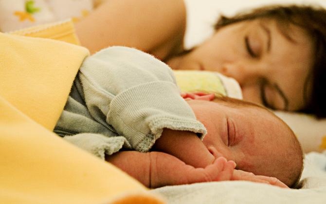 Uykusu gelen minikler bakın nerelerde uyuyor!