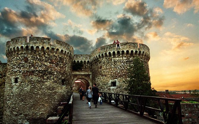 Belgrad gezisinde hangi mekanlarda neler yemeliyiz?