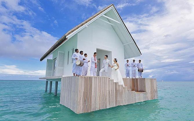 Landaa Adası'nda denizin ortasına yapılan balayı evi, çiftlerin yeni gözdesi!