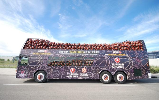 """""""Bu otobüste kaç tane basketbol topu var"""" tahmin edin, Avrupa'ya bedava uçun!"""